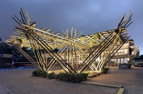 Домик на дереве из бамбука