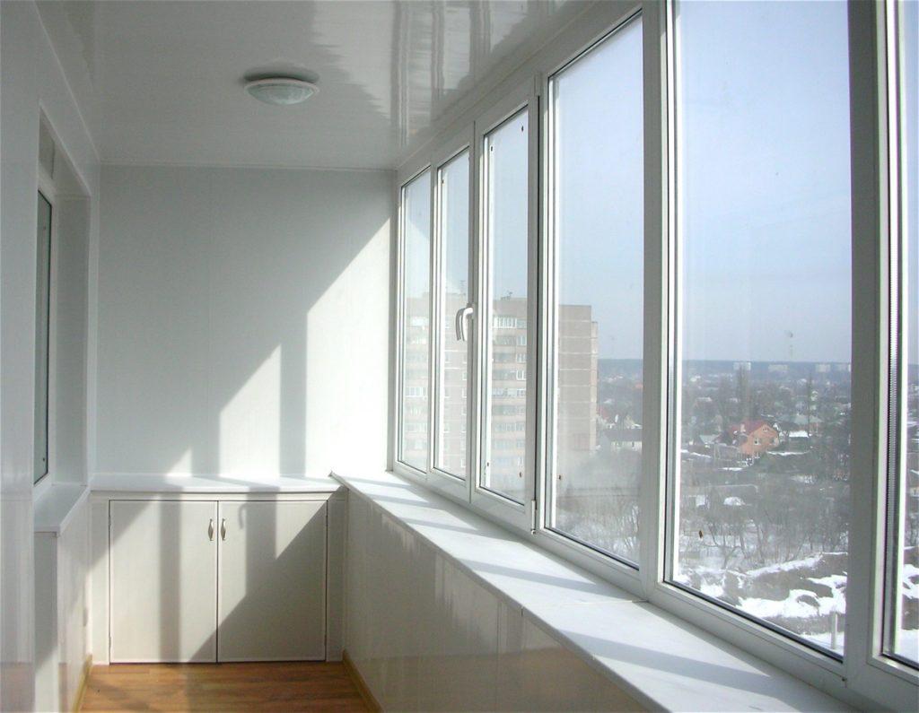 Кабинет на балконе - дизайны и идеи рабочего места.